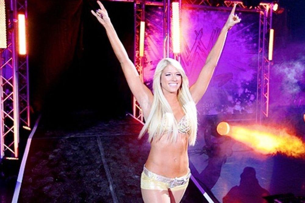 Λάμψη από Divas στο Superstars