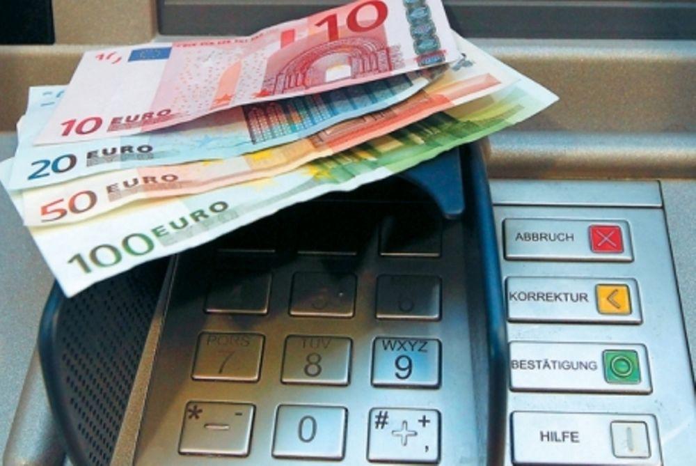Την φτώχεια των Ελλήνων δείχνει η συρρίκνωση των καταθέσεων