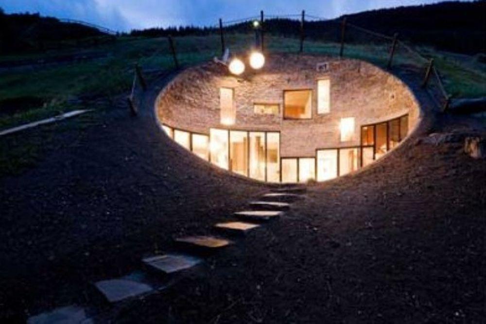 Ονειρεμένη κατοικία: Μια «τρύπα» μέσα στις Άλπεις