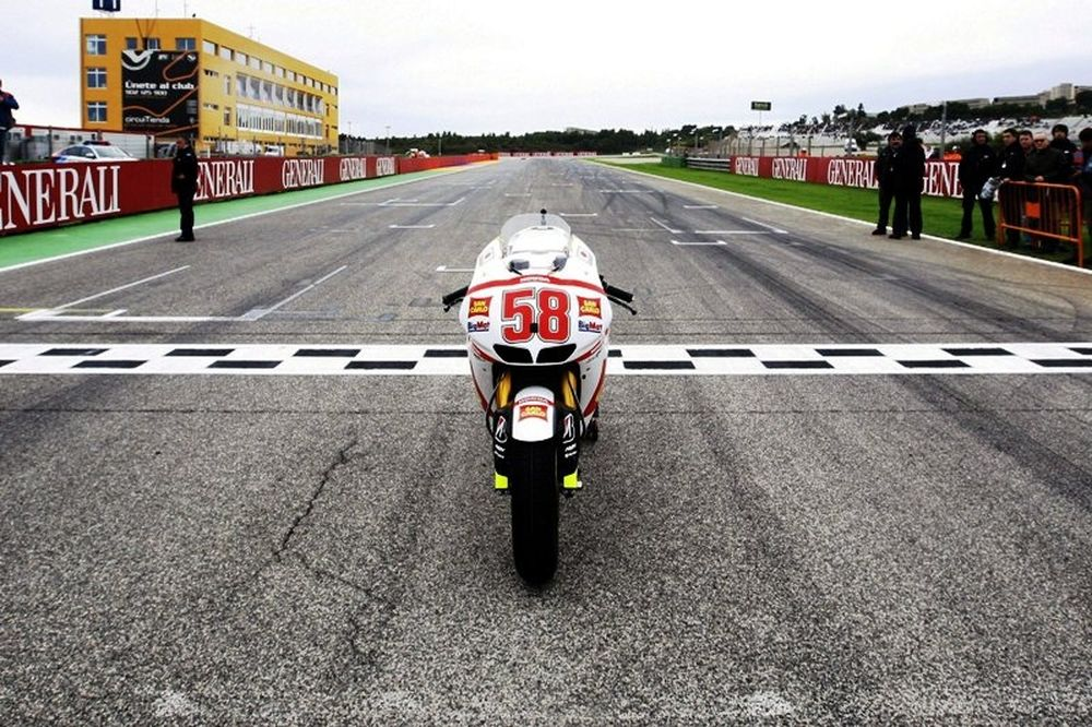 MotoGP Βαλένθια: Οι τιμές στον Sic (photo & Video)