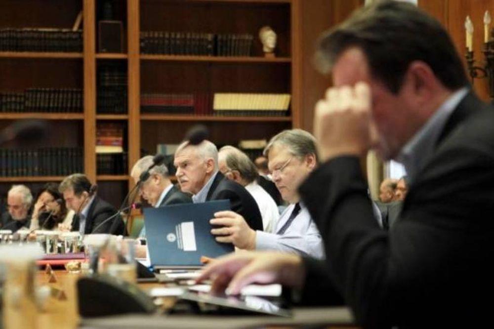 Στη διάθεση του Παπανδρέου οι παραιτήσεις των υπουργών