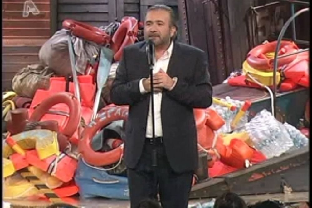 O Λάκης «αποχαιρετά» τον Παπανδρέου στο Τσαντίρι! (video)
