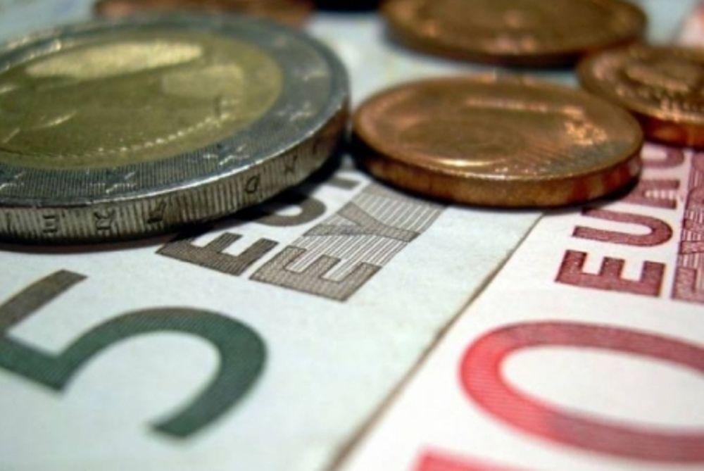 Νέα μείωση μισθών και συντάξεων προβλέπει ο προϋπολογισμός