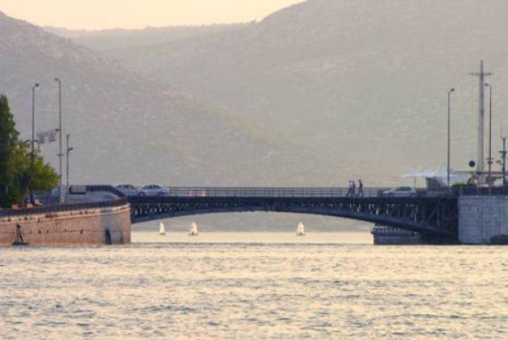 Τεχνικό πρόβλημα στη γέφυρα Ευρίπου