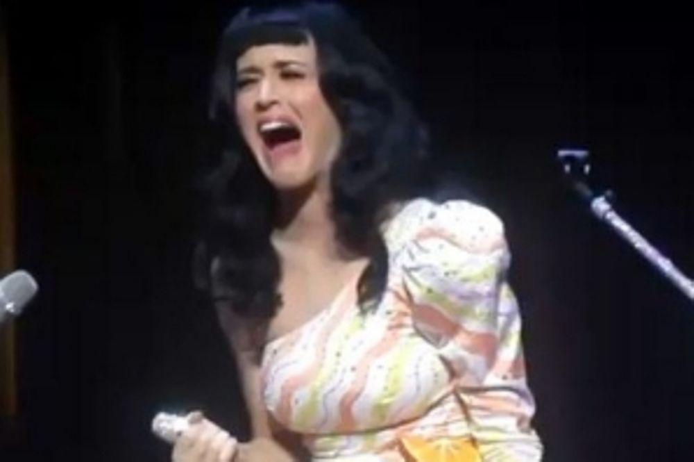 To FAIL της Katy Perry κατά τη διάρκεια συναυλίας (video)
