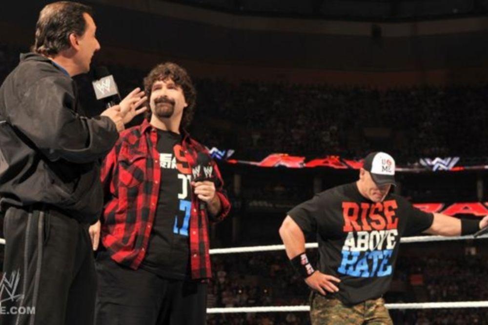 Επέστρεψε στο Raw o Foley