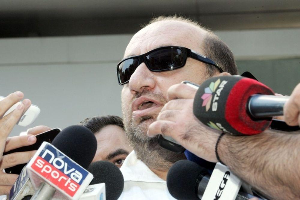 Κύριε Υπουργέ...φορολογήστε τις συνεντεύξεις, μήπως σταματήσει ο Τσάκας!