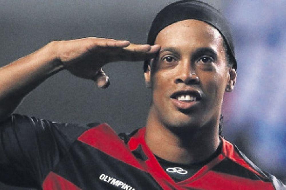 Τσάκας: «Πολλές πιθανότητες να έρθει ο Ροναλντίνιο»