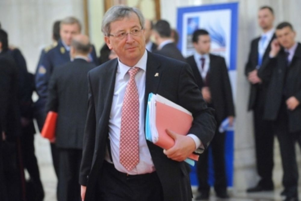 Γιούνκερ: «Παράλογο να απορρίπτει κανείς τα ευρωομόλογα»