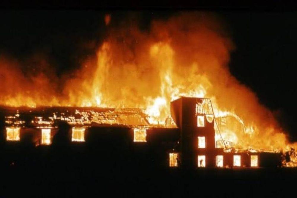 Μεγάλη ληστεία και φωτιά σε αποθήκη πλαστικών στον Ασπρόπυργο