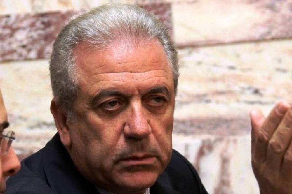 Ο Αβραμόπουλος καταδικάζει τον ύμνο της Χούντας στη Σχολή Ευελπίδων