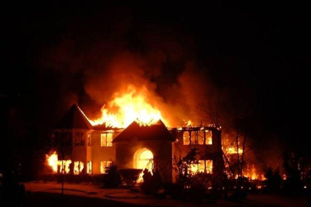 Κάηκε μονοκατοικία στον Πειραιά