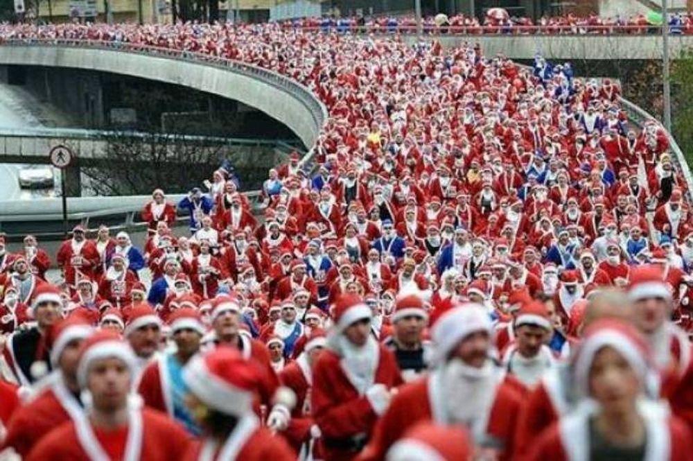 Έτρεξαν 8.000 κόκκινοι και μπλε Αϊ Βασίληδες