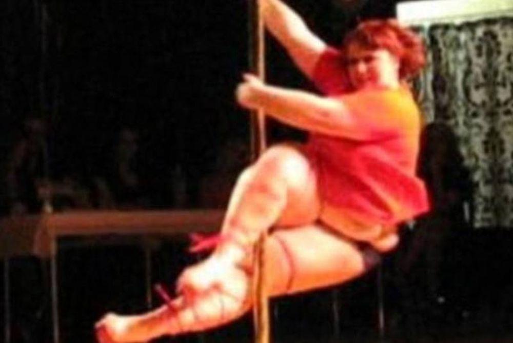 Σέξι χορεύτρια του pole dancing… 100 κιλών!
