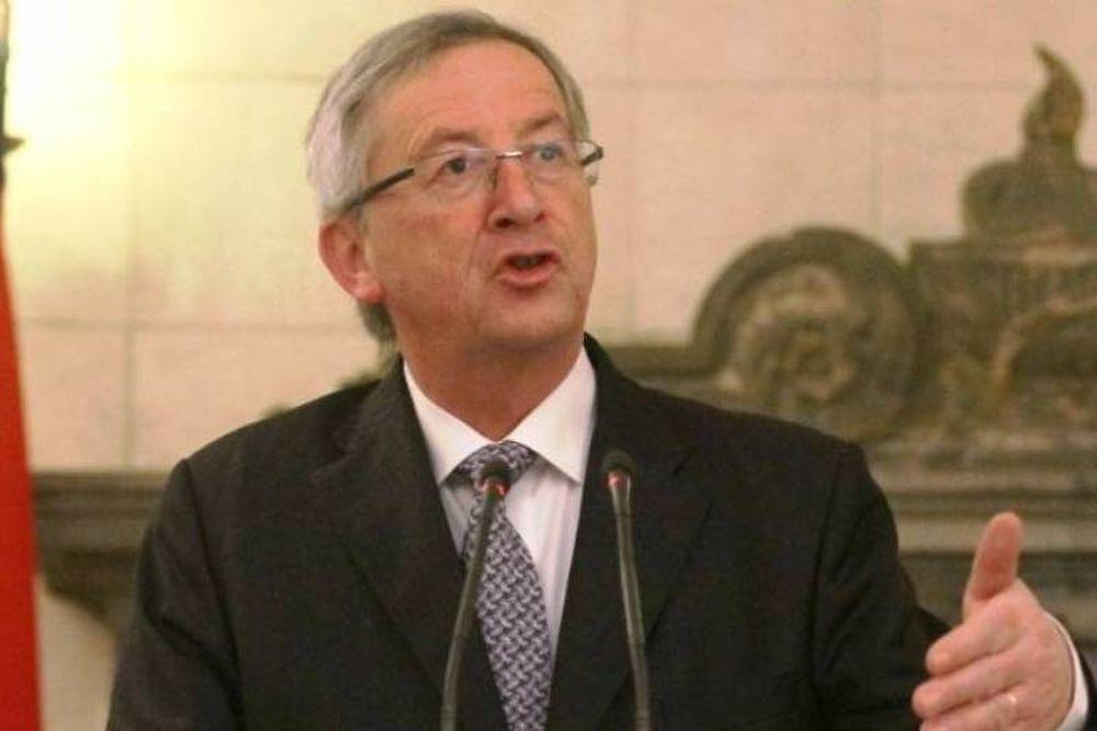 Γιούνκερ: Το ευρώ δεν κινδυνεύει