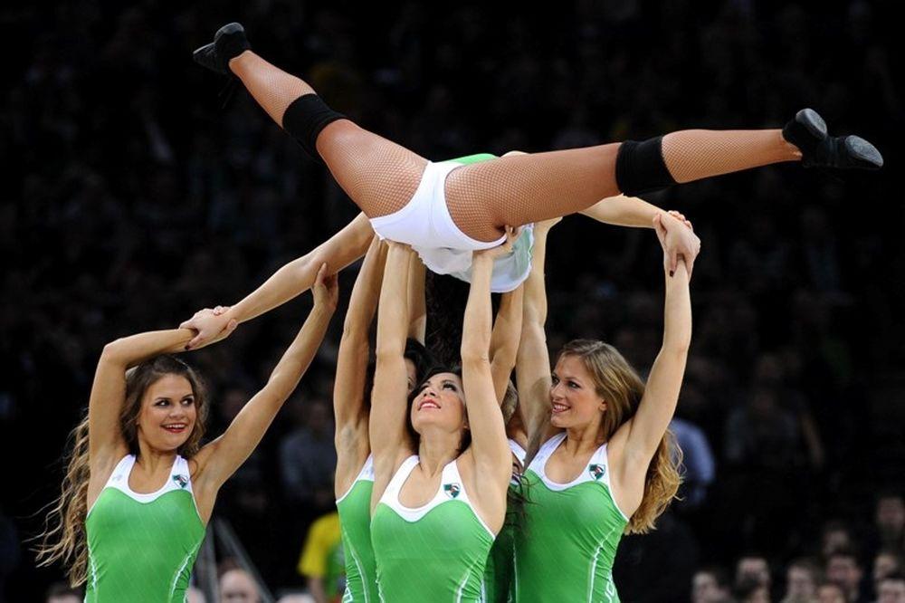 Εντυπωσίασαν οι χορεύτριες της Ζαλγκίρις (photos)