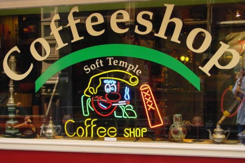 Περιορισμός στα «coffee shops» στην Ολλανδία