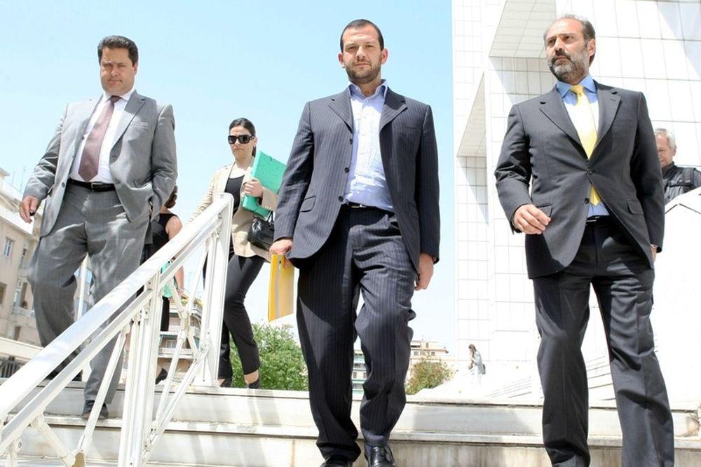 Οικονομόπουλος: «Υπεξαίρεση βάσει δημοσίων εγγράφων»