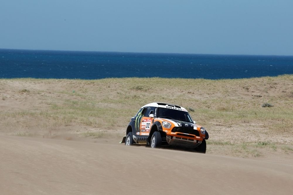 Ραλι Dakar 2012: Κομά και Πετερανσέλ προηγούνται