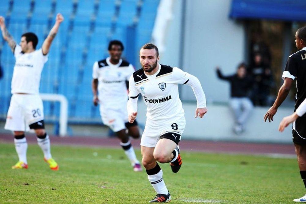 Αριστερά ο Σαλπιγγίδης στο ματς του ΠΑΟΚ με την Ξάνθη