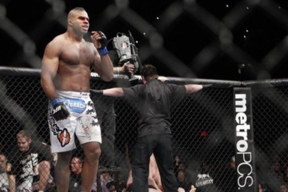 Χωρίς «κρούσματα» το UFC 141