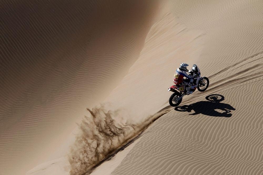 Ράλι Dakar 2012: Κρίθηκε η «μάχη» στα αυτοκίνητα, μαίνεται στα δίκυκλα