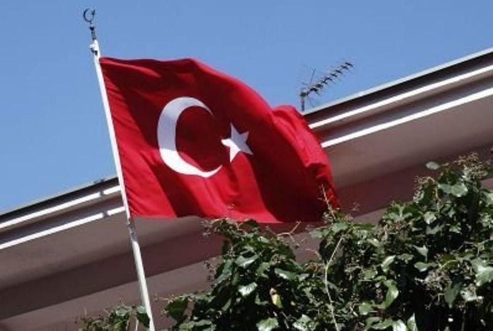 «Μπουρλοτιέρης» σε τούρκικο προξενείο