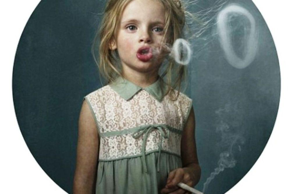 Μικρά παιδιά που καπνίζουν! (photos)