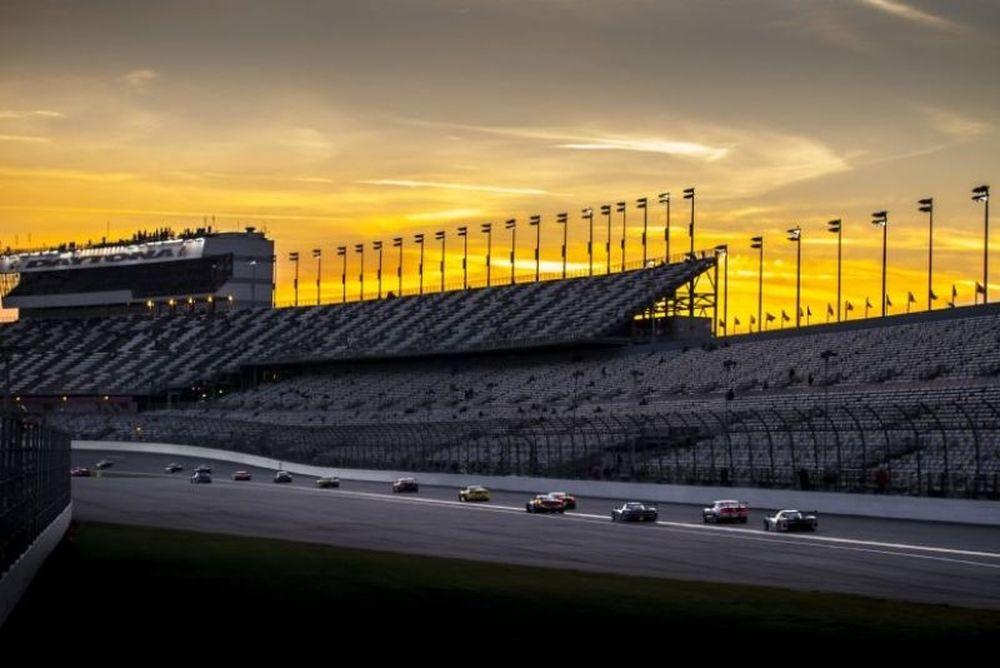 O ΜακΝις είναι πρώτος στις 24 ώρες της Daytona