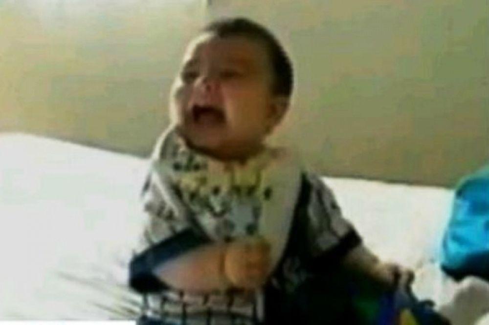 Ξεκαρδίστηκε στα γέλια το μωράκι