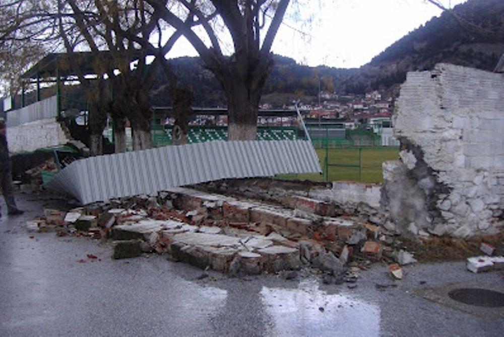 Καταστροφές στο γήπεδο της Τσαριτσάνης!