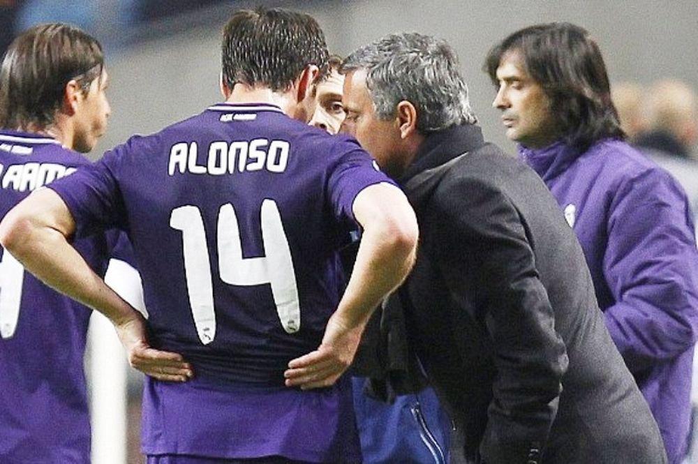 Αλόνσο: «Δεν φεύγει ο Μουρίνιο»