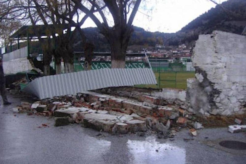 Εργασίες στο γήπεδο της Τσαριτσάνης