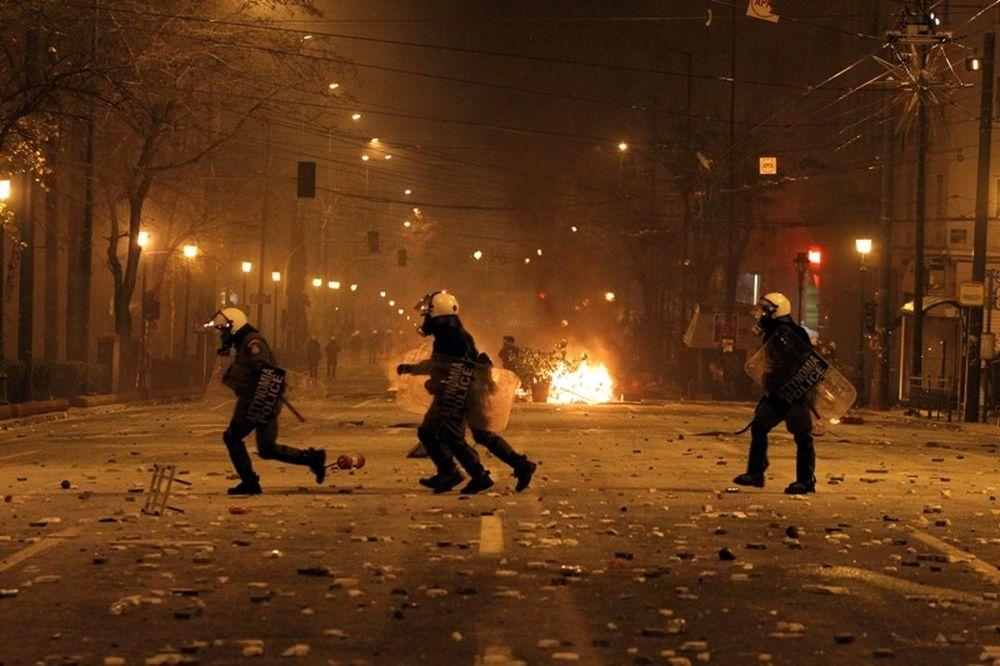 Στις φλόγες παραδόθηκε η Αθήνα! (photos+videos)