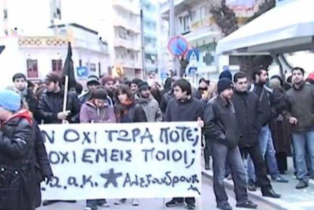 Στους δρόμους οι κάτοικοι της Αλεξανδρούπολης