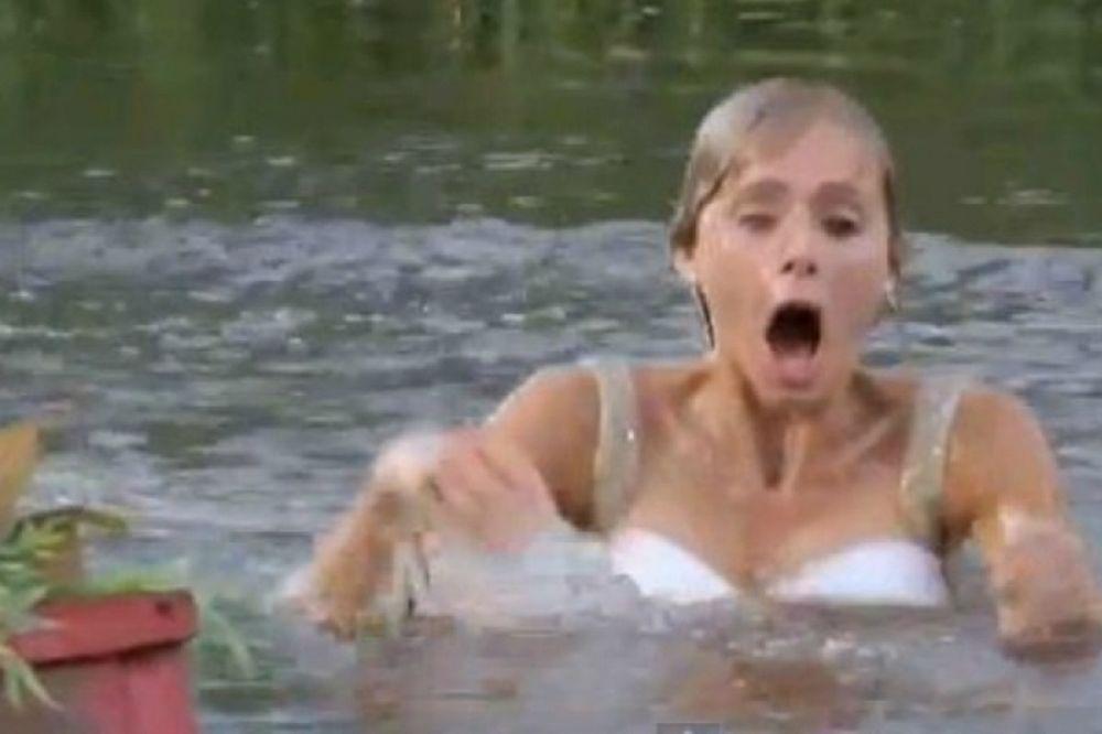 Μια νύφη στη λίμνη! (video)