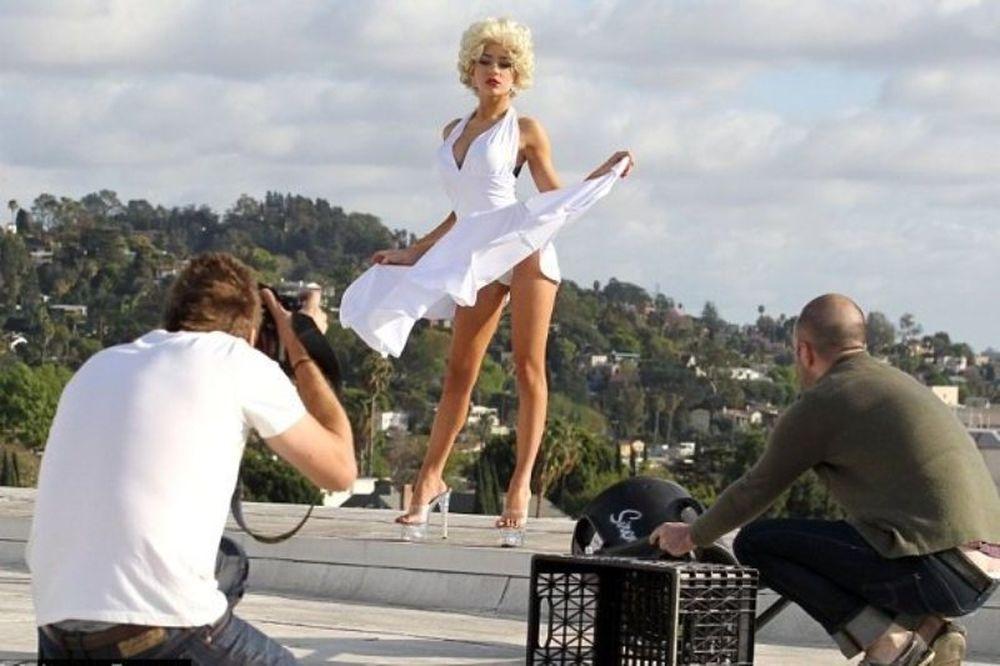 Η Κόρντεϊ Στόντεν σαν… ξεπεσμένη Μέριλιν! (photos)