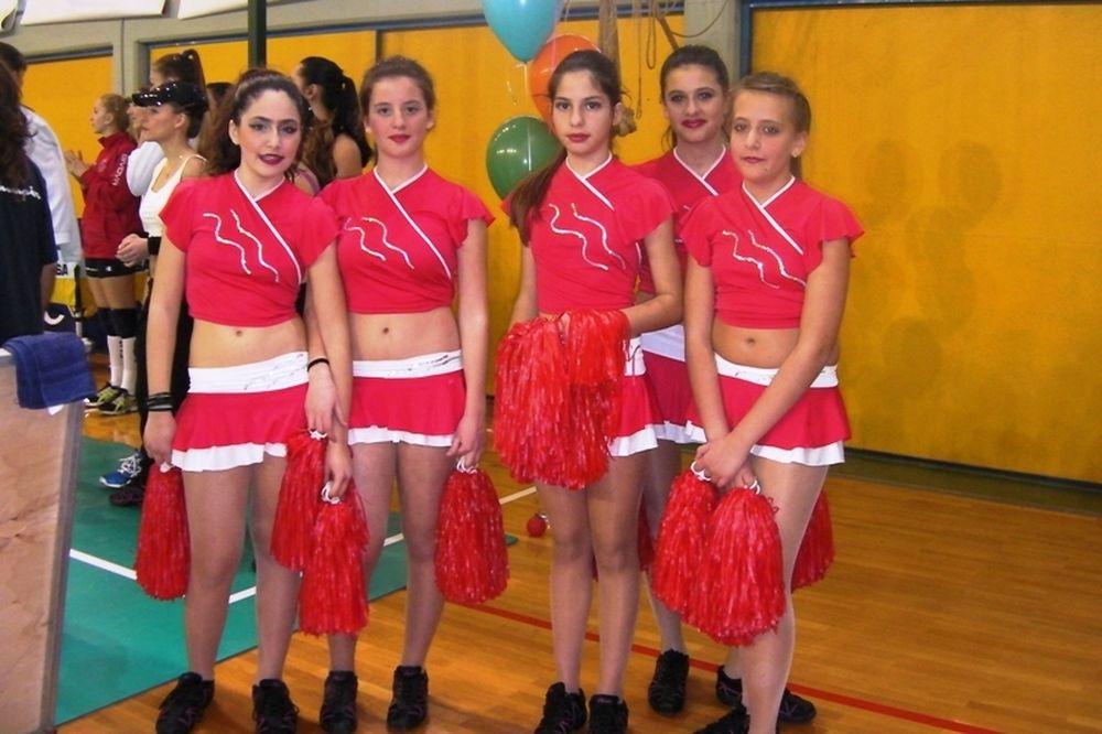 Οι νεαρές cheerleaders (video)
