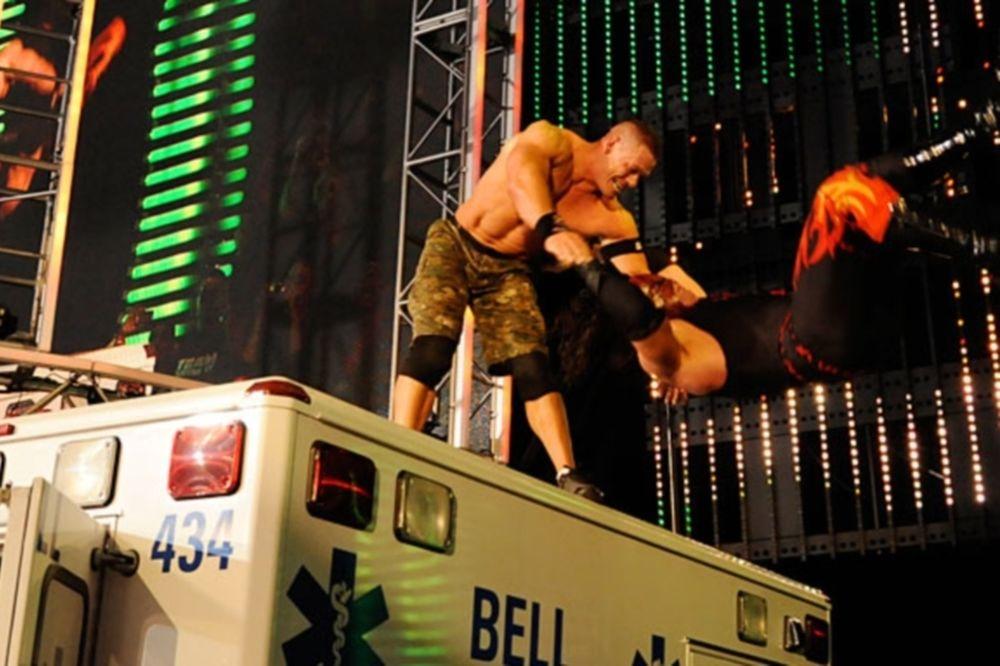 Από την κορυφή ασθενοφόρου... πέταξε ο Kane