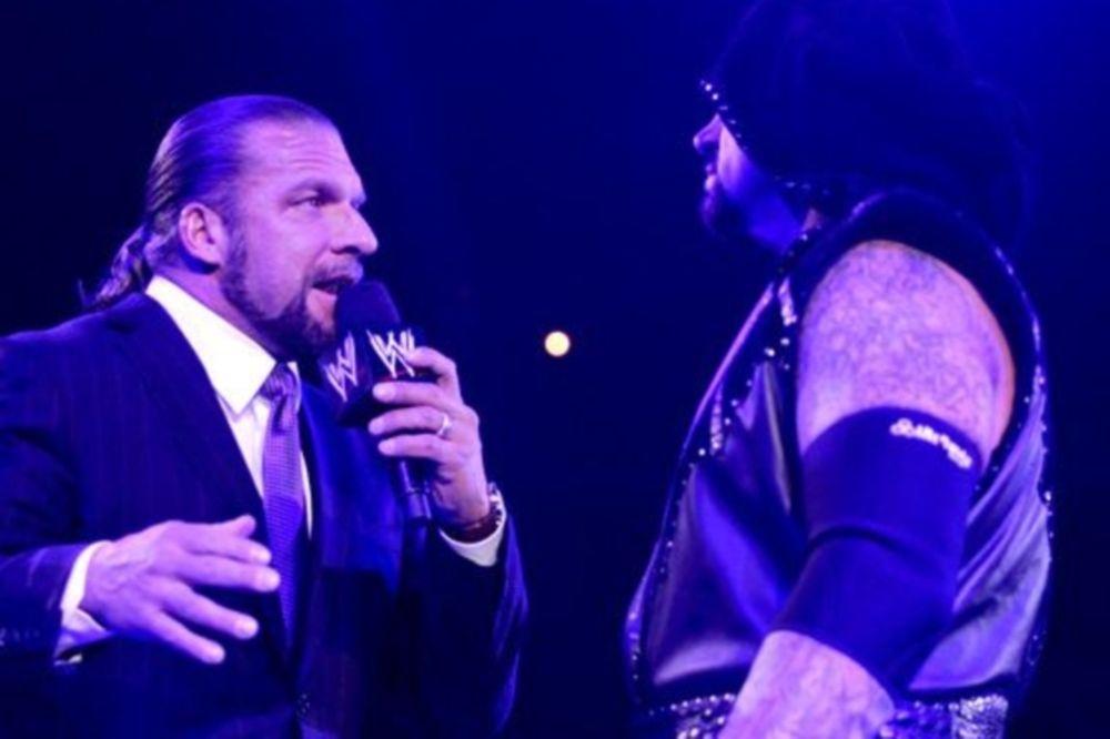 Σε κλουβί το Triple H vs Undertaker