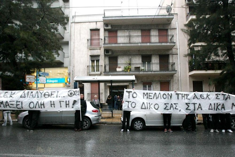 «Ντου» στα γραφεία του Κανελλόπουλου από οπαδούς της ΑΕΚ (photos)