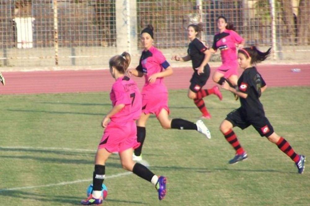 Τα κορίτσια του ποδοσφαίρου, δεν… πετάνε αετό!