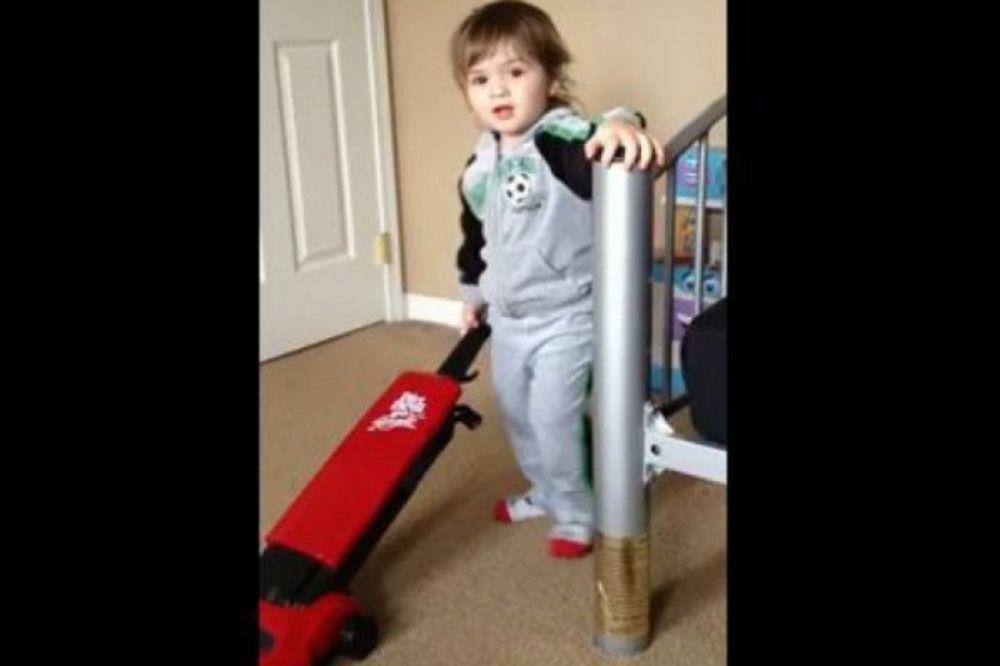 Το παιδί μίλησε, αλλά... τι είπε! (video)