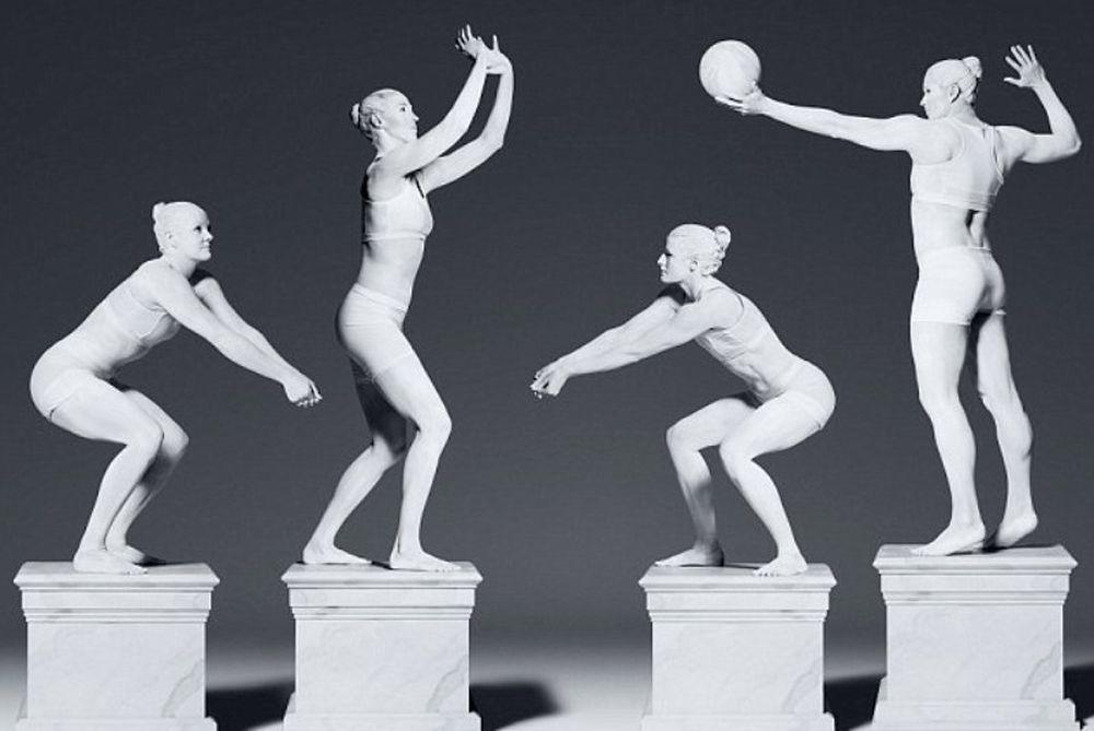 Αγάλματα τα κορίτσια!