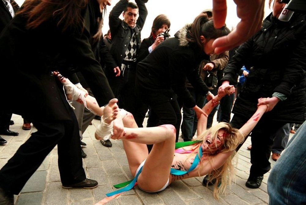 Στην Τουρκία η FEMEN! (photos)