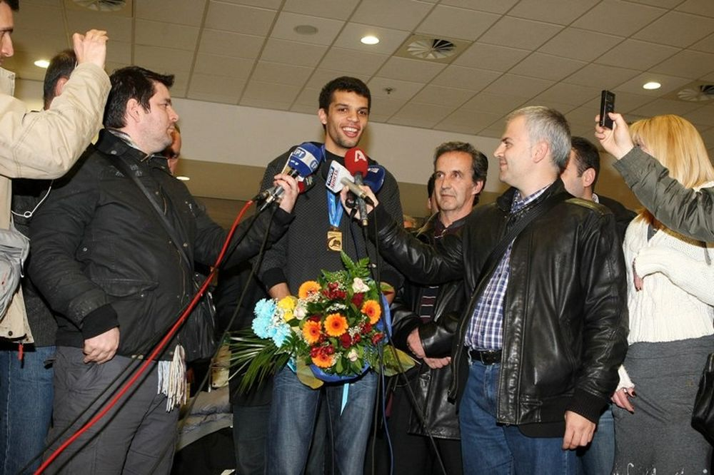 «Δεν δικαιούται πολιτικός να συγχαρεί Έλληνα αθλητή»