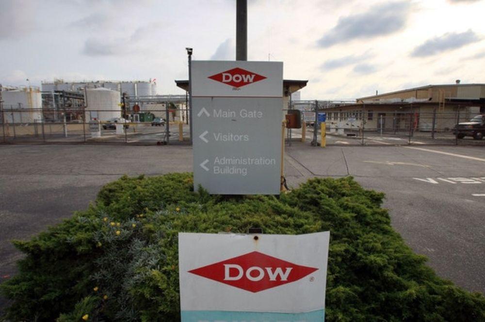 Επιμένει στη χορηγία της Dow ο Κάμερον