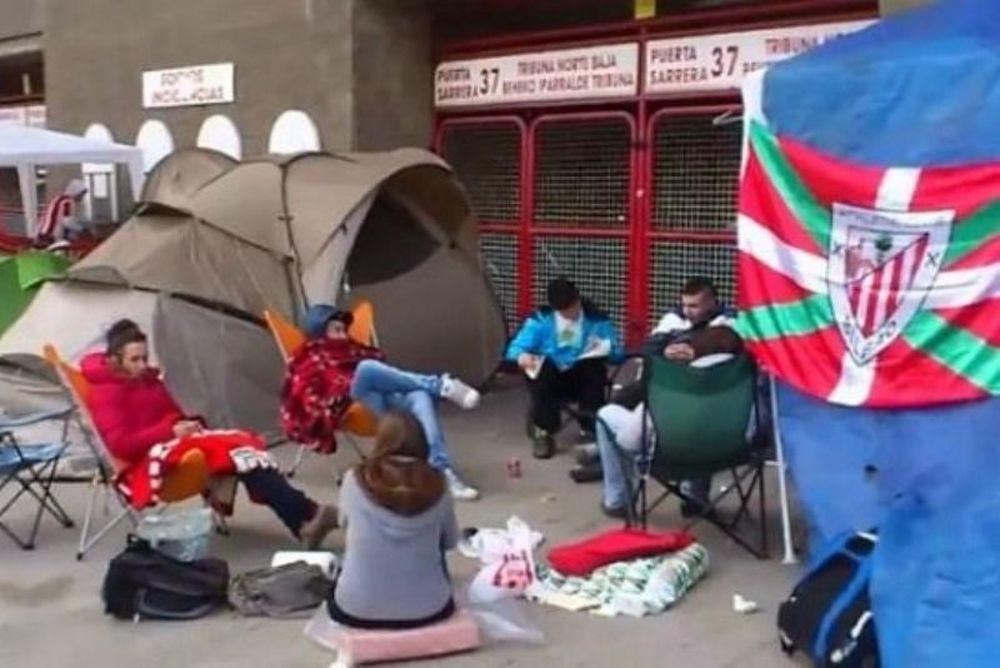 Κατασκήνωσαν έξω από το «Σαν Μαμές» για ένα εισιτήριο! (photos)