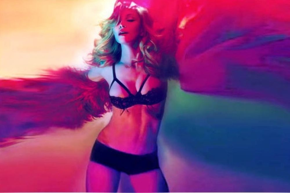Η Μαντόνα ξαναχτυπά ροκ, σέξι και νεανική!