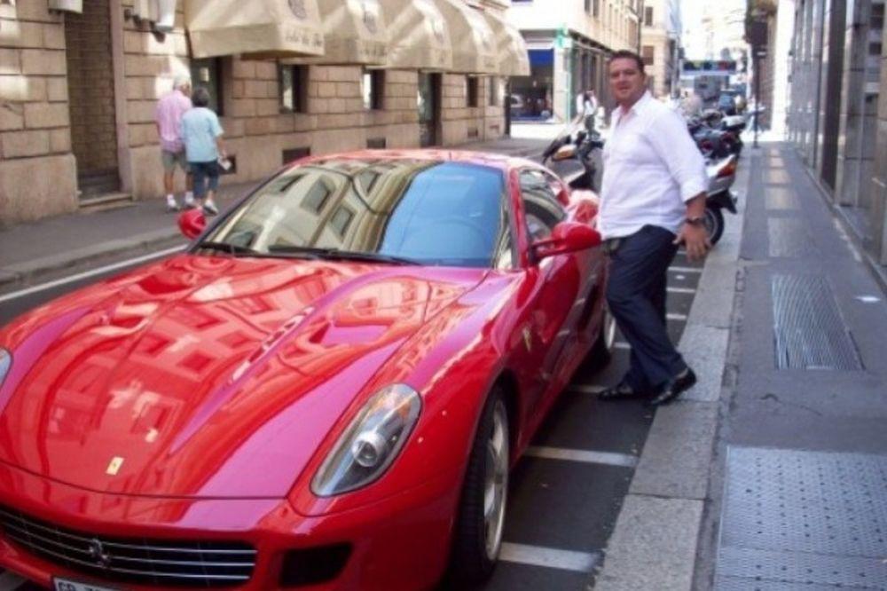 Ένας πρόεδρος με… Ferrari για τη Χερσόνησο